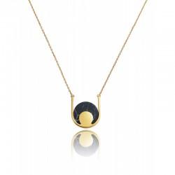 collar de metal con colgante circular